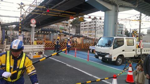 踏切撤去工事が始まった。 http://t.co/QpAo0eJs1C
