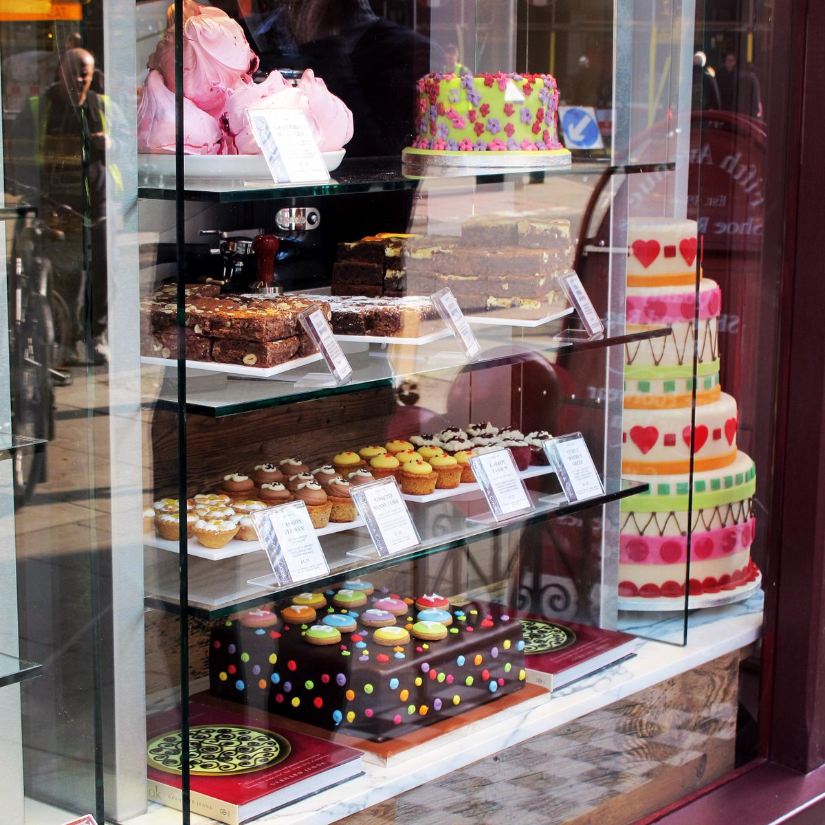 Like the window display at 39 #GoodgeStreet? RT for a chance to win a box of #brownies to pick up at the shop! http://t.co/F6oUyefOZN