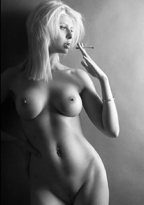 naked woman smoking