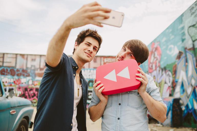 Pt 2 of @joan_e's YouTube package, a Q&A with @smoshanthony @SmoshIan, the @smosh guys http://t.co/2OLVxVj2yp http://t.co/EgkFBAo3ou