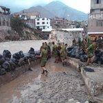 Chosica: Efectivos militares continúan en el retiro de piedras y lodo. http://t.co/2QEMzjXlBs