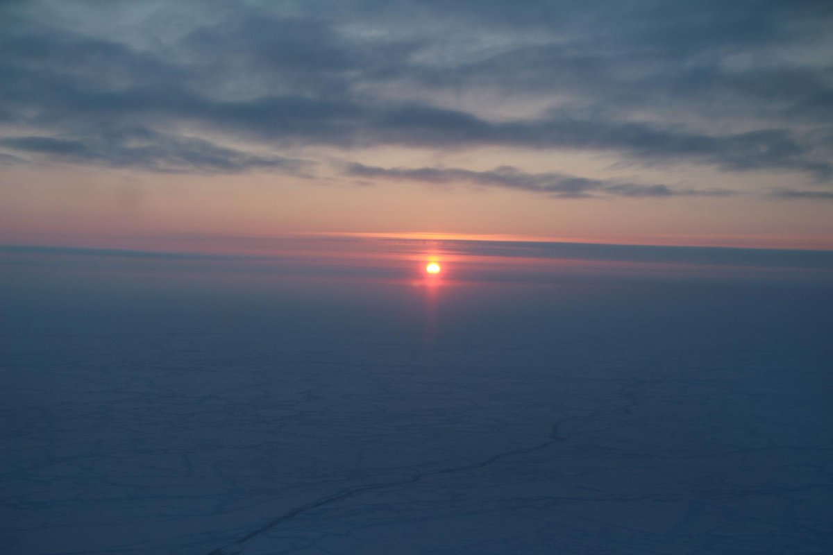 Enjoy this photo of the extended sunrise near the North Pole, courtesy of today's #IceBridge flight. http://t.co/q5StFqs4zZ