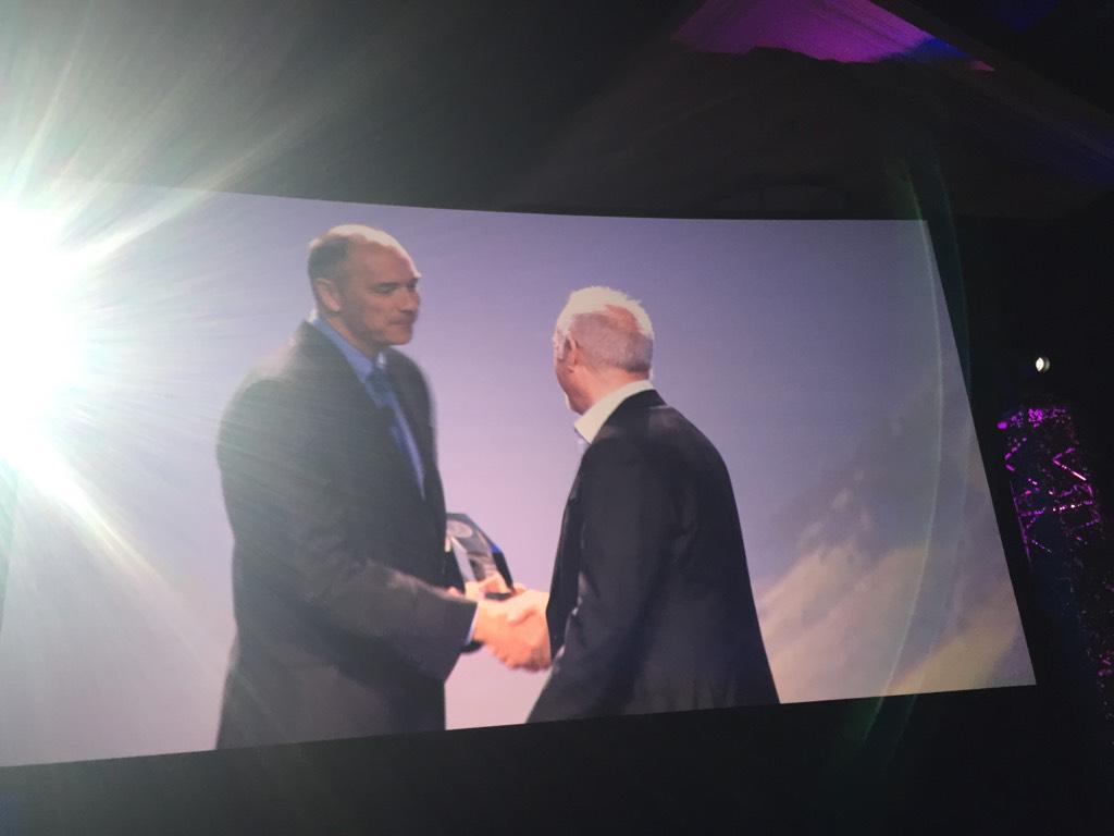 Ron Muns Lifetime Achievement Award goes to @ITSMNinja #HDIConf15 http://t.co/fapDDZQTbb