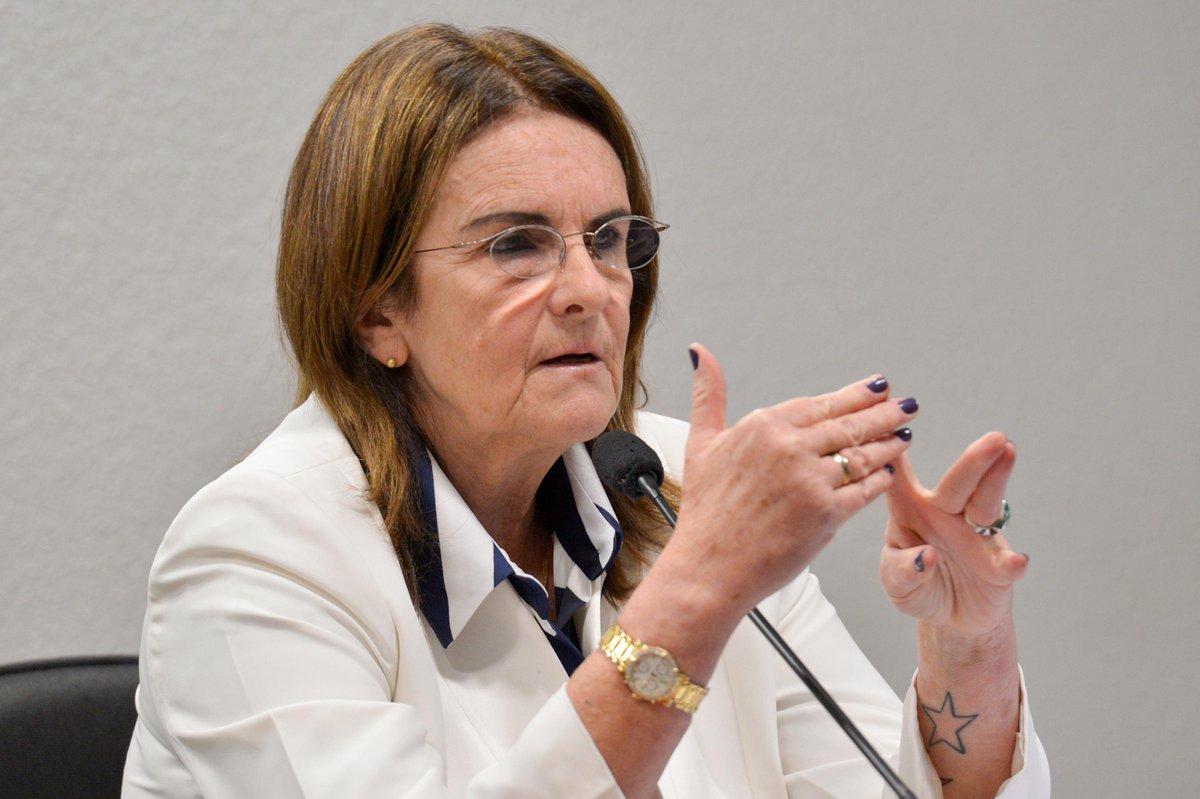 Graça Foster é convocada e vai depor amanhã na #CPIdaPetrobras. http://t.co/8XSJLzsh7N http://t.co/CdSXUF7fAs
