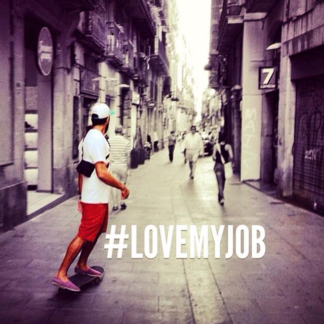 He left his job after 8 years to travel the world...and then got paid to travel. Dream job? >> http://t.co/vJ3EuBAMcu http://t.co/WOX35kvD47