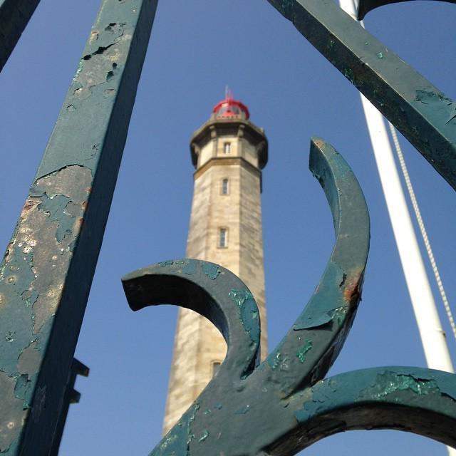 RT @CMTourisme: #instapharecmt #ilederé #charentemaritime #igerscharentemaritime #pharedesbaleines #phare #lighthouse http://t.co/qWAo6nZDOW
