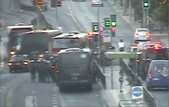 ✅ Continúa intenso operativo #Carabineros intercepta a buses, barritsas y vandalismo en su interior #Superclásico ✅ http://t.co/10hJtXDan4
