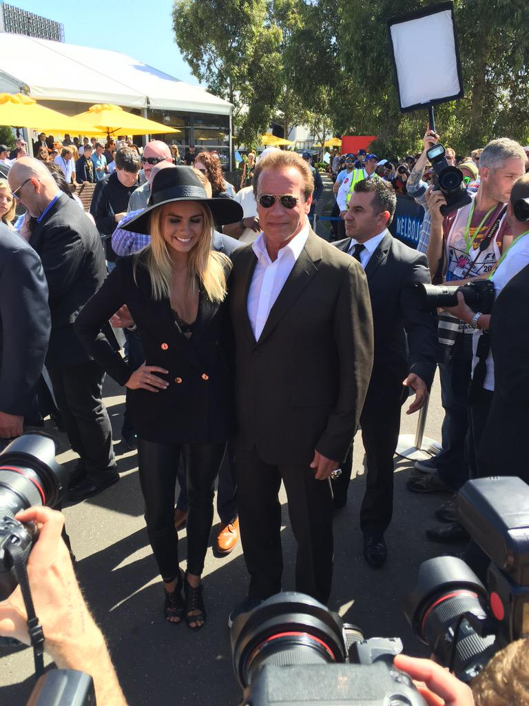 Massive turn out to welcome @Schwarzenegger to the #ausgp #F1DownUnder http://t.co/W9PFnADIFv