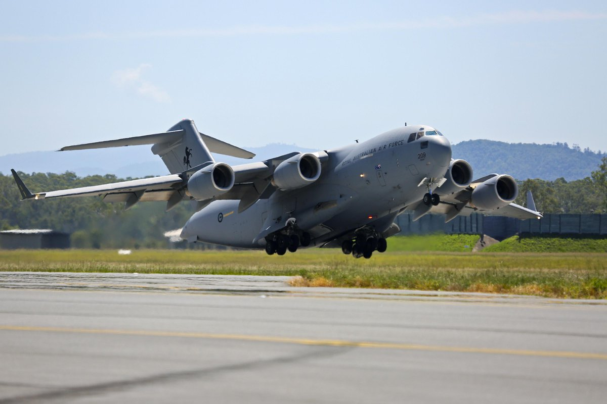 #AirForce C-17 & C-130J depart for Vanuatu to assist in disaster relief efforts caused by cyclone Pam. http://t.co/2mBWWoSFFr