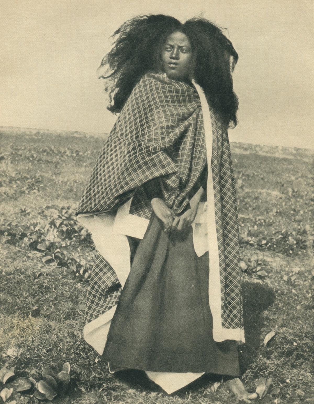 Vintage photographs of women of Madagascar, #Africa. http://t.co/9936CJqPjt