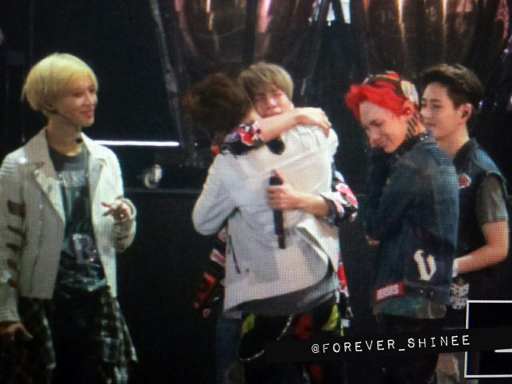 150315 Please don't cry ㅠㅠㅠㅠ  #SHINeeTokyoDomeDay2 http://t.co/nnzQquocDY