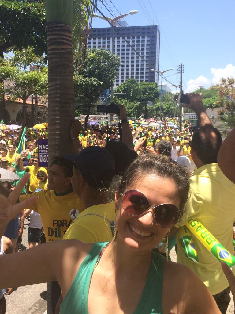 Meu povo lindo de viver pedindo justiça #VemPraRua15debMarço #Fortaleza http://t.co/4PIxgXDeBC