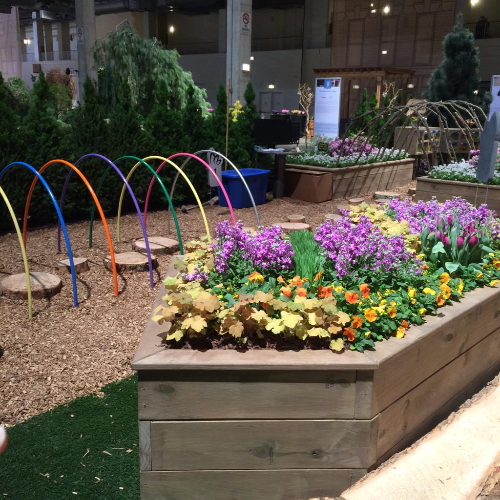The kids garden at @ChicagoFlower and Garden Show is super rad. Too bad I forgot my kid! http://t.co/3JmA9GJEpm