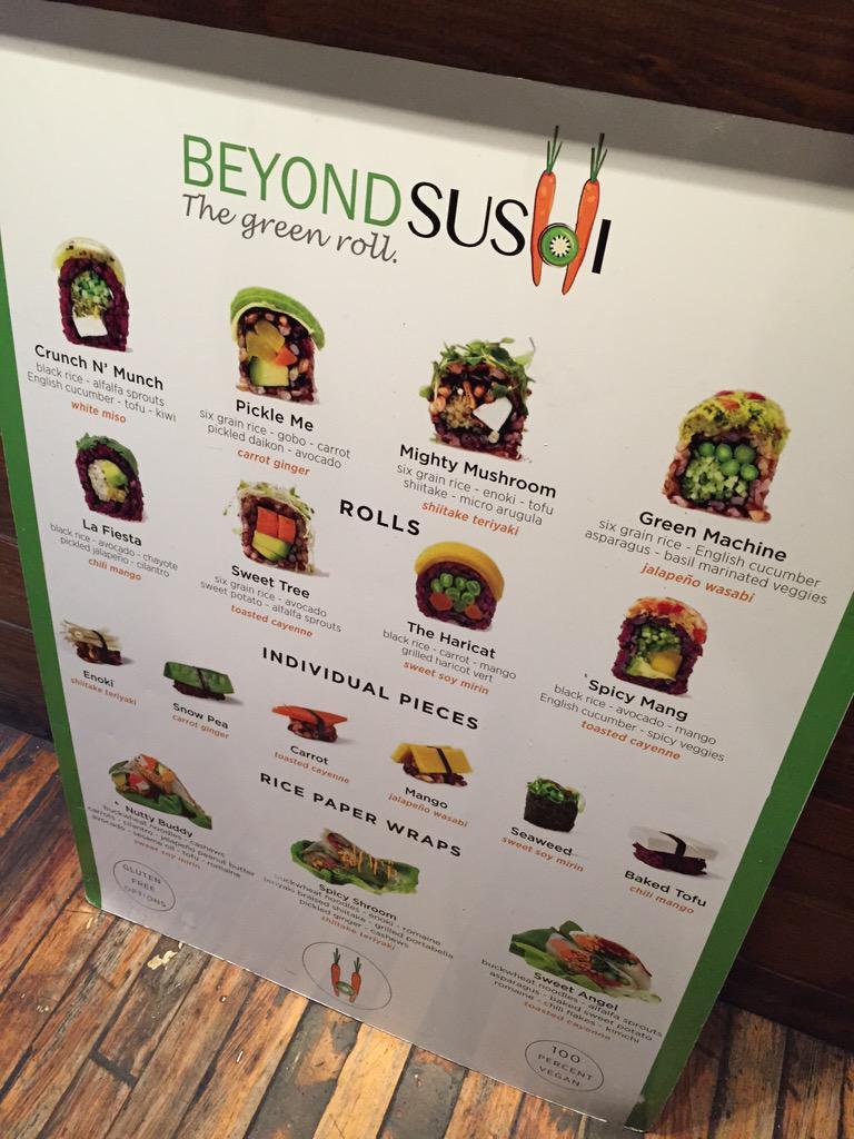 寿司はもう時代遅れ。今ニューヨークのチェルシーマーケットで流行ってるのは「Beyond Sushi」. 写真にあるようにヘルシーな五穀米のような何かの上にかわいい焼き豆腐や人参が乗ってる寿司を越えた何か。 http://t.co/Nd8iWPsxop
