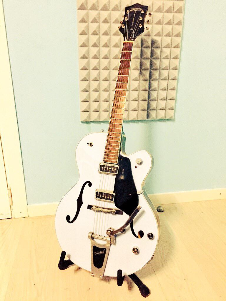 Vendo esta maravilla de Guitarra Gretsch eléctrica. Muy bien cuidada. Nueva son 900€ y la vendo a 450€.  ¡Gracias! http://t.co/cNoOm8U9a6