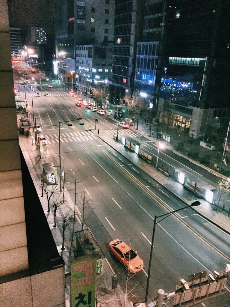 Hongdae, 1 a.m. #Seoul http://t.co/F7UyMtgLOm