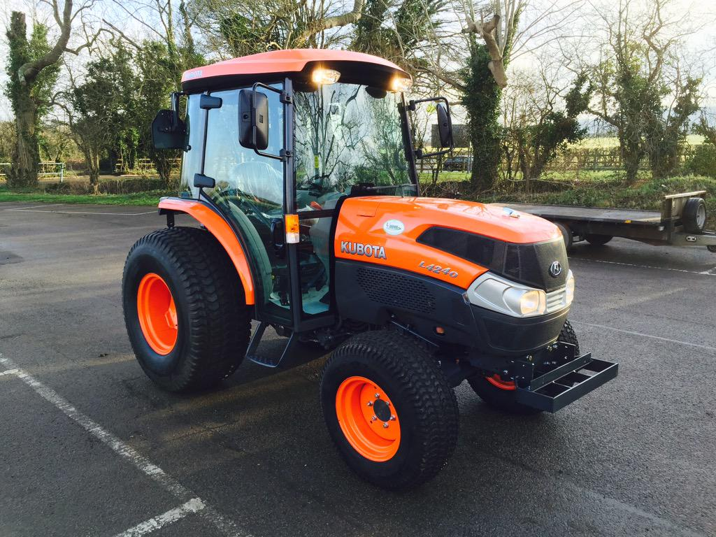 Our brand new tractor's been stolen from @AylesburyRFC. Would appreciate any help in sharing or spotting it. Thanks http://t.co/jqvqnHLJ6u