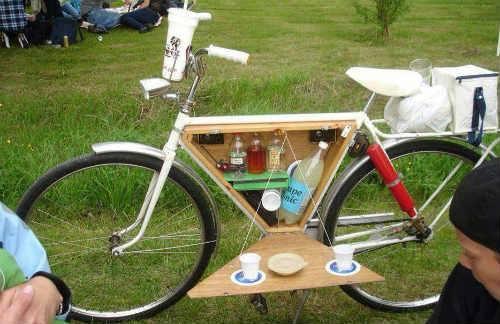 Pedalea a tu almuerzo, es hora de comer ¡Buen Provecho! #Ciclismo #Bienestar #Bicicleta #Amante  http://t.co/yN8tXd6szt
