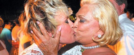 Beijo lésbico entre idosas: EU FUI A PRIMEIRA! http://t.co/LqngVpFG4r