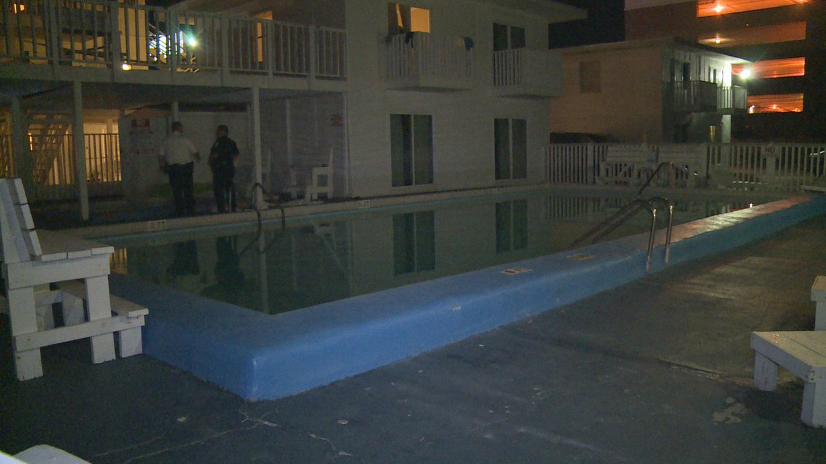 Spring breaker from Georgia found dead in Panama City Beach motel pool http://t.co/96fNpyjWLU http://t.co/PTE6dqG2HY
