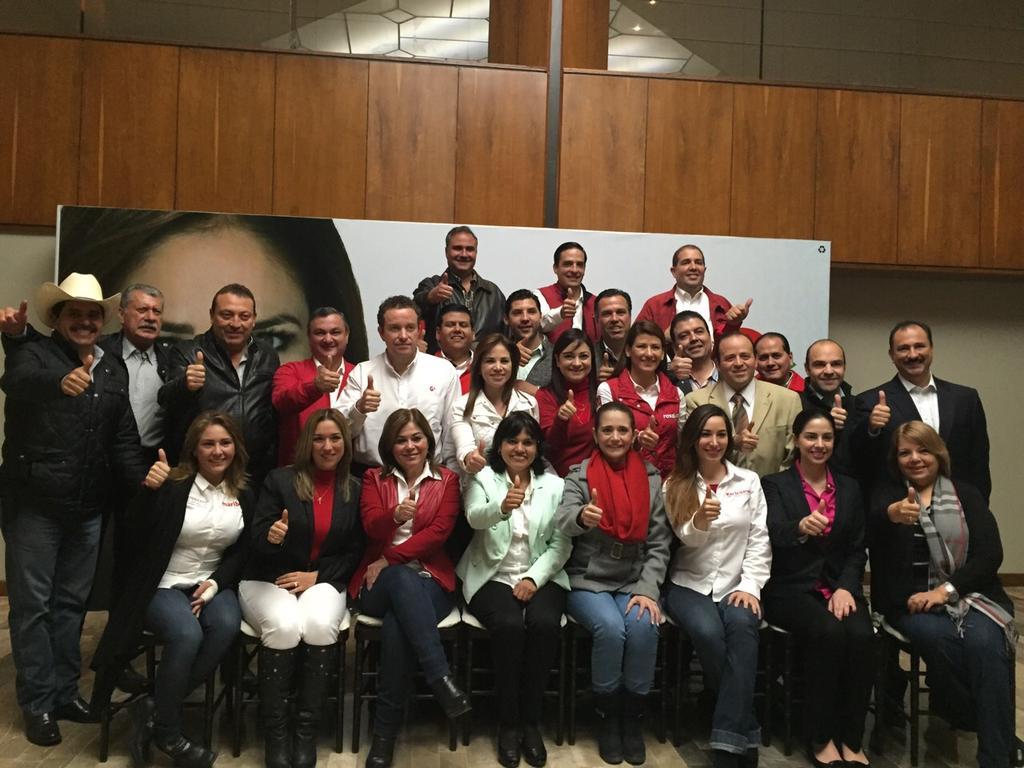 Alhinna Vargas (@AlhinnaVargas): Terminando junta con nuestra candidata @alvarez_ivonne y el Delegado del CEN del PRI Enrique Jackson con candidatos http://t.co/Z0kxalS8ma