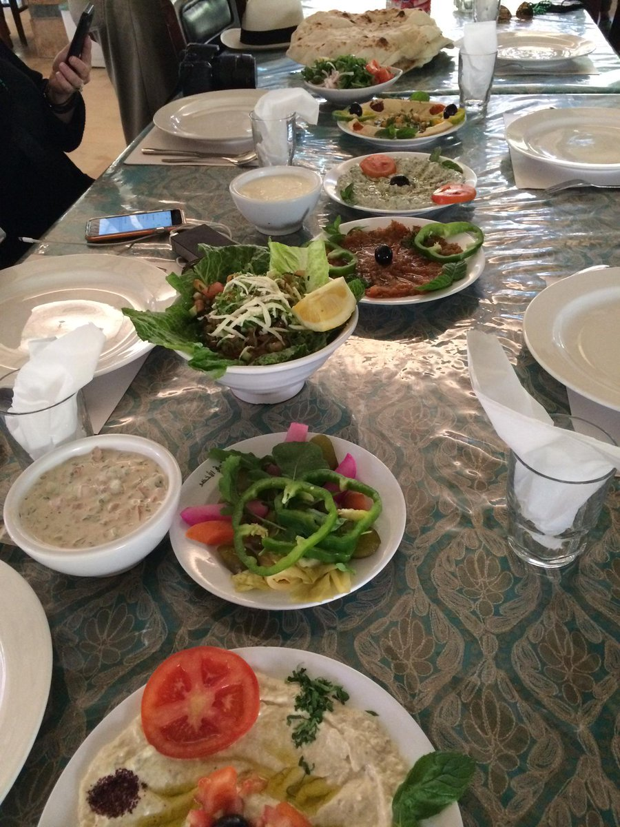 Lunch break. And my iPhone got a new sim card - and it works! #GoJordan #vzwbuzz Thank... https://t.co/0xeD3RAXF1 http://t.co/IvPtgyiBs5