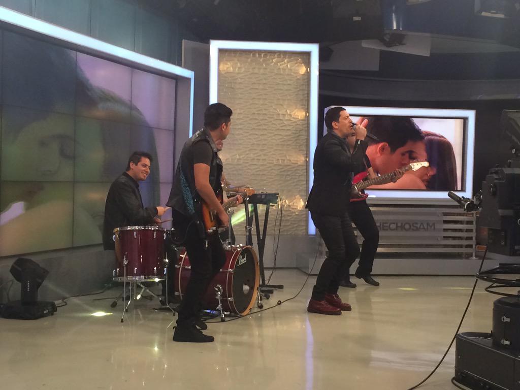 Vaitiare Mateos Bear (@vaitiaremateos): @yahirmusic en @HechosAM promocionando el tema de #AsiEnElBarrio http://t.co/ECJIS2apaN