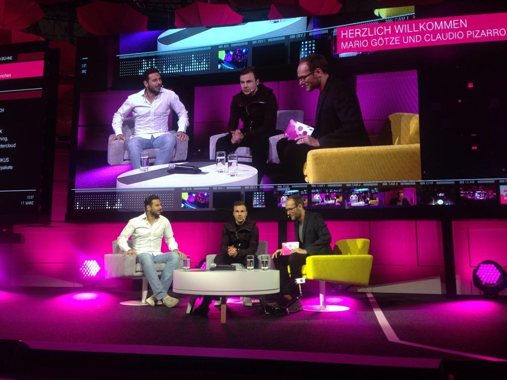 Jetzt live bei der @cebit auf der Bühne der #Telekom @MarioGoetze und @pizarrinha vom @FCBayern im Interview. ^lr http://t.co/qB77jPKouo