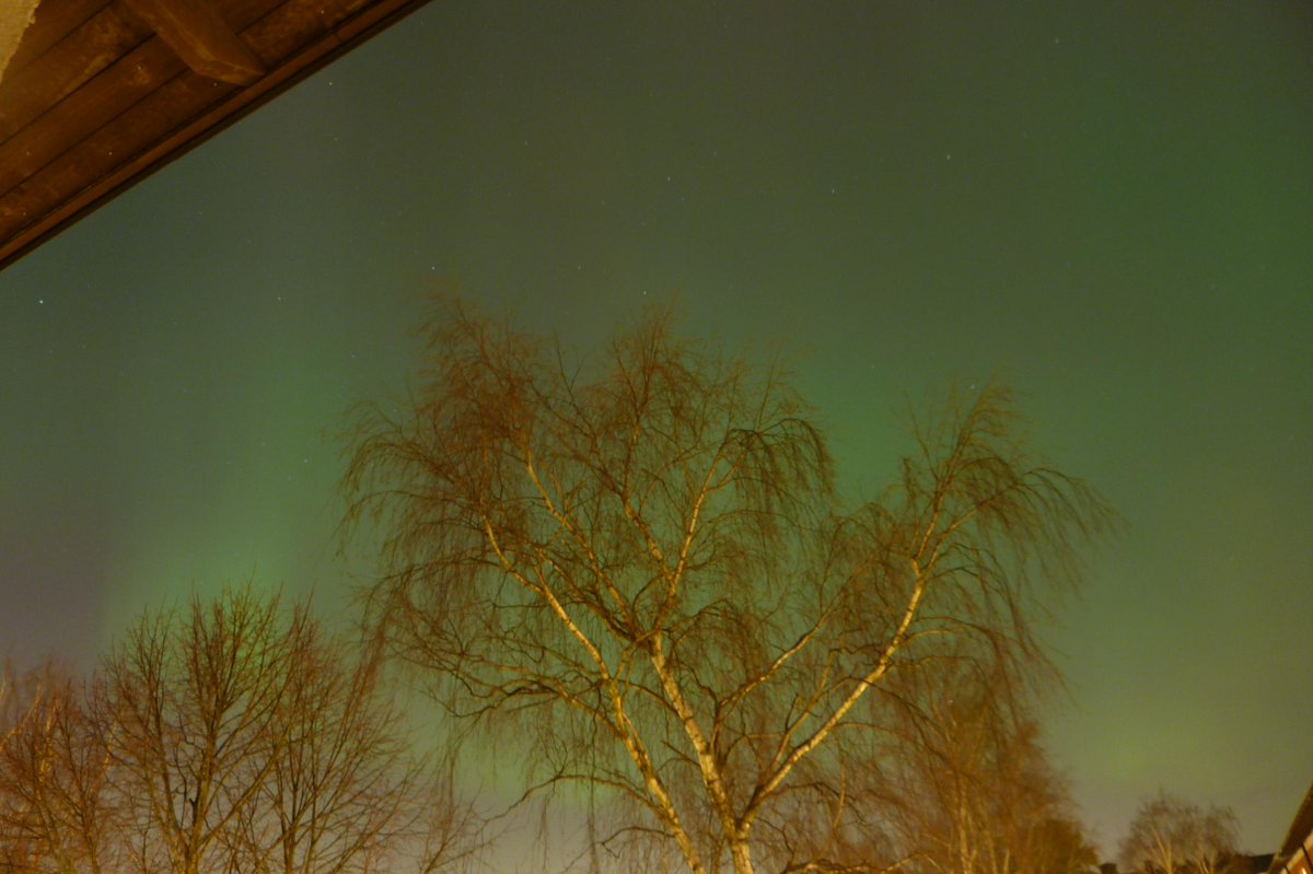 Aurora in Stockholm!! Took these with my point-and-shoot and a 60 second exposure. #norrsken @VirtualAstro http://t.co/iizjqpKMKr