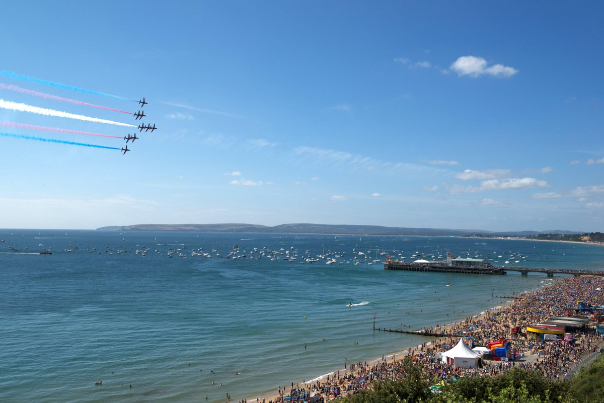 It's official - the @rafredarrows will be returning for all four days of #BmthAirFest, 20-23 August! #lovebournemouth http://t.co/0WFfugELyZ