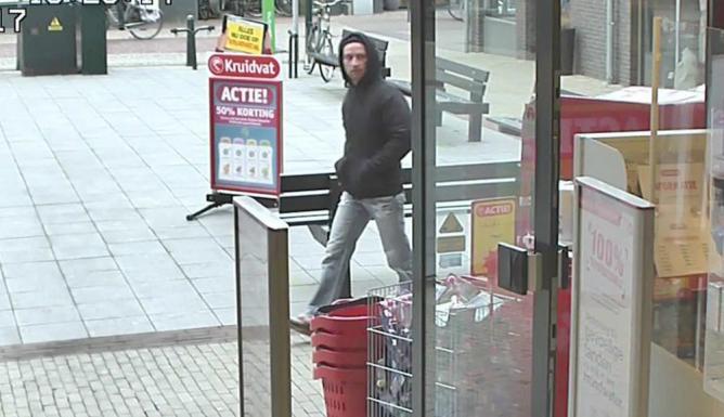 Herkent u deze man die gewapend met een mes begin maart de Kruidvat in #Bergambacht overviel? Bel dan: 0800-6070 http://t.co/bMF3Pa5u6E