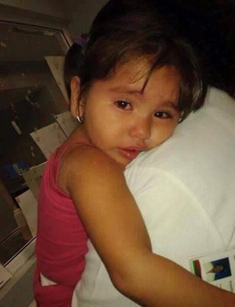 via @RCASIQUEB:  Esta niña la tiene la policía de Sc esta extraviada si alguien la conoce para q avise a sus padres http://t.co/K1koAbChVz