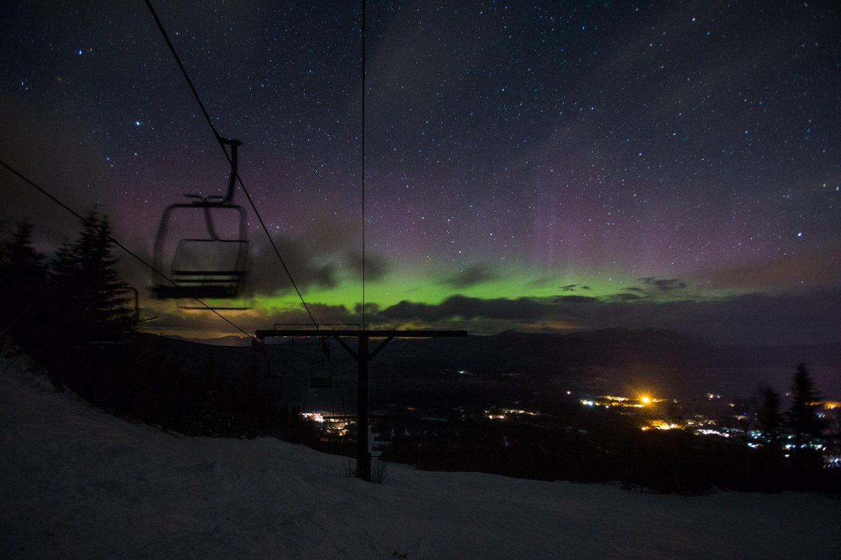 Check out the #NorthernLights last night? We braved the elements to get the shot. Worth it. #theloaf #AuroraBorealis http://t.co/IiLlNv4NgY