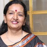'Ilayathalapathy'@Vijaycjv's mom, Shoba Chandrashekhar was felicitated at Mercedes-Benz Ritz Women of Merit Soire.... http://t.co/Oa3KK6aJR1
