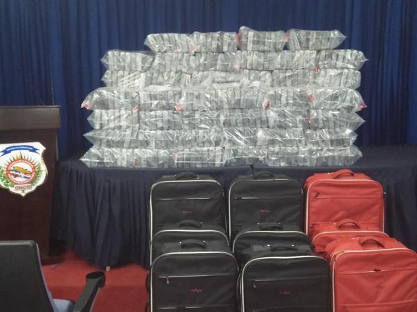 En El Decomiso de los 450 Paquetes de DROGA en Dominicana fueron apresados 5 Civiles y 5 militares, Todos Venezolanos http://t.co/6CcPwVs9fy