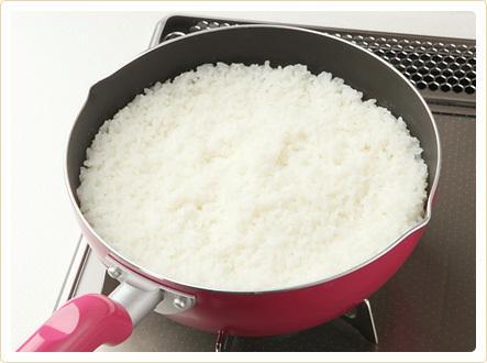 ご飯を炊き忘れた? そんなときは5分で炊ける「フライパン炊き」でご飯を炊こう! (78 users) http://t.co/2N8xBBdnVS 9件のコメント http://t.co/6iSizlPGDY http://t.co/xC4XaIk4vV