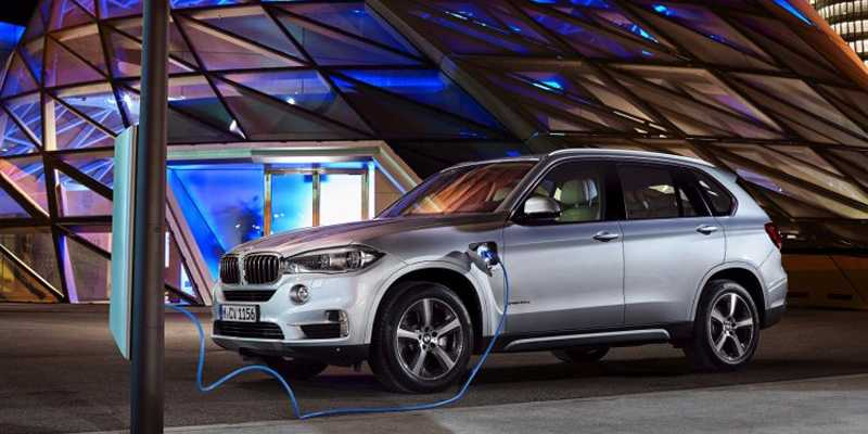 BMW's first plug-in hybrid X5 is an impressive and innovative SUV http://t.co/hlXcwdUaWj http://t.co/2h70yizmiU
