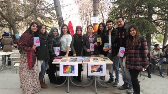 Sosyal hizmet öğrencilerinden LGBTİ dayanışmasına destek http://t.co/mOHAoMbEE3 http://t.co/2kd2G9vTLI