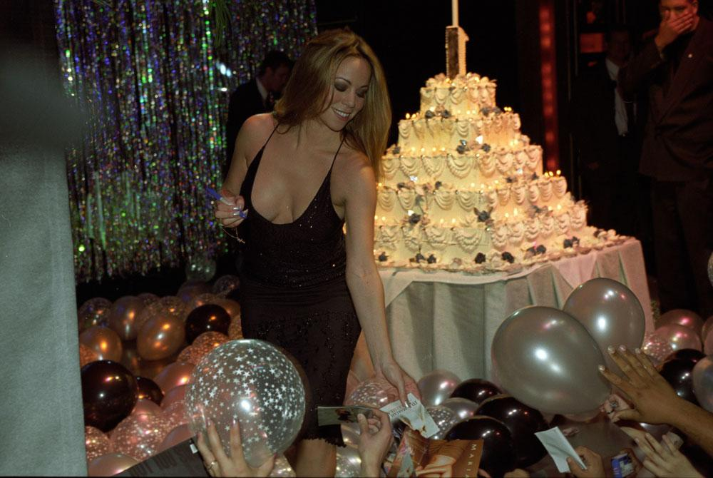 .@MariahCarey looking stunning as always during the November 1998 release party of 'Number Ones.' http://t.co/l7v6IW8FIW