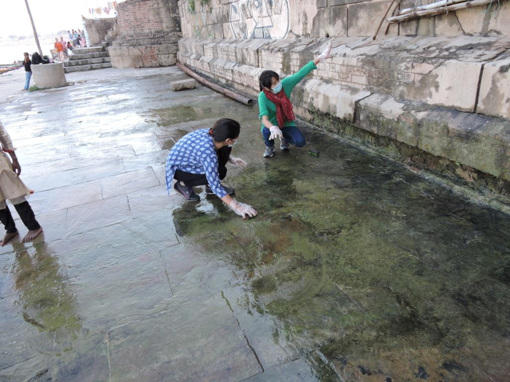 Hope it stays clean ..@temsutulaimsong & @Darshikashi scrubbing the ghat #MissionPrabhughat #MyCleanIndia http://t.co/fk93MKSclV