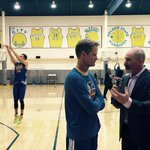 RT @warriors: Coach @SteveKerr chats with @espn's @bgtennisnation while @StephenCurry30 splashes in the background.