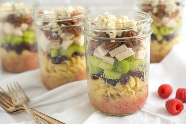 Easy lunch. Salad in a jar. RT @RecipeGirl: Sonoma Chicken Pasta Salad Jars http://t.co/SNhLtAVlQa  @foxeslovelemons http://t.co/kH7ad3BBsw