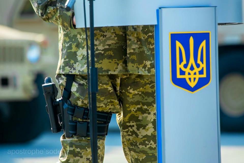 А порошенко ходит со стволом, дерзкий такой! Неужели он не понимает насколько это смешно и нелепо выглядит. http://t.co/lF2tG5GEY0