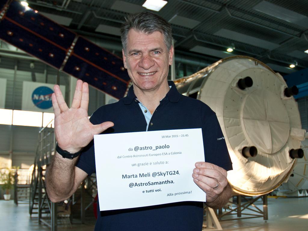 @SkyTG24 @AstroSamantha @ESA_Italia @ASI_Spazio @ItalianAirForce   Grazie a voi. Alla prossima!  #SkyTG24Astro http://t.co/CKVYSvVA2v