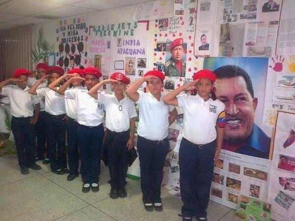 Niños del nuevo orden Adoctrinados por el ESTADOS chavista  @ppelespinar http://t.co/4i7o39Dh73
