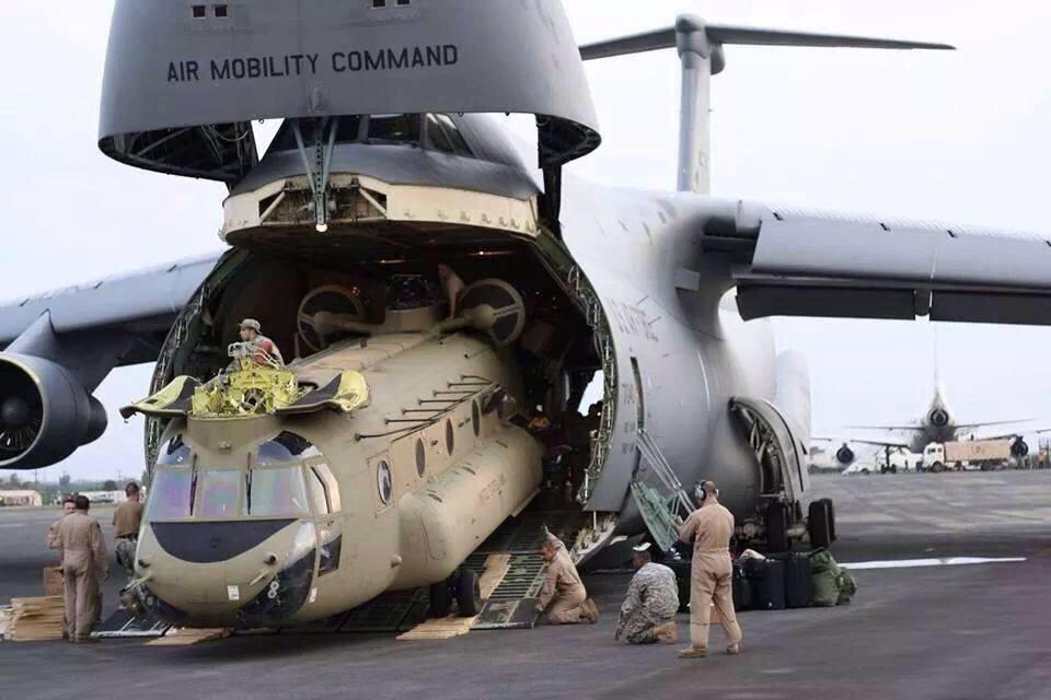 今週のビックリドッキリメカ状態だなぁ>C-5でCH-47を丸ごと移送   http://t.co/lzTL0W2nRx