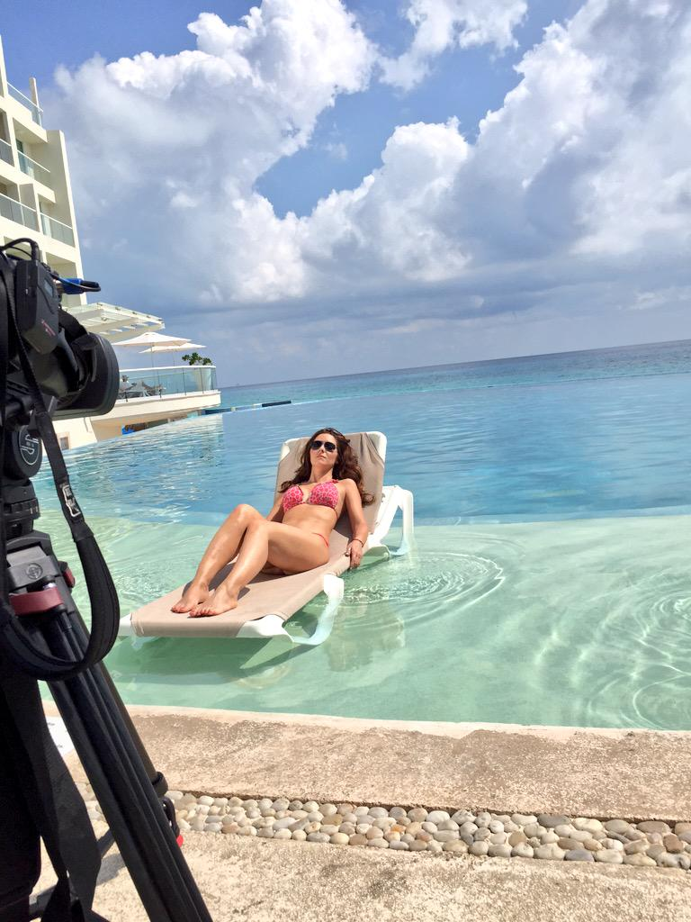 Day 2 of shooting @ElGordoyLaFlaca at #sunpalace @PalaceResorts w/ @AriDiazz #Cancun