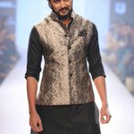 Hey Good Looking!! I think I have a crush on @Riteishd: That was a great show @RRathoreCo - http://t.co/l4sPmvye0z""