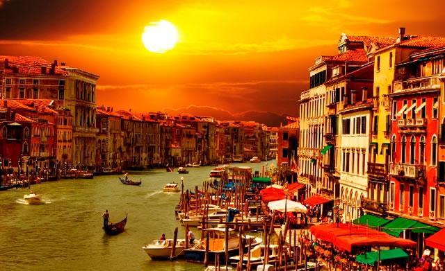 #TravelThursday A breathtaking sunset in Venice, Italy! Enjoy more at http://t.co/FniNdMTLl1← #travel #wanderlust http://t.co/nhDo7QnqwY