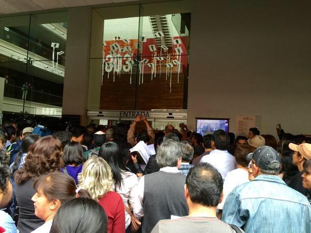 Irais Rasgado (@iraisrs): Así las cosas en la conferencia de prensa de Carmen Aristegui... Sobrecupo http://t.co/ATA3lLrGi9